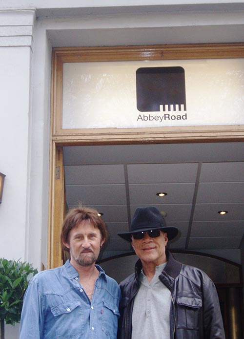 Cliff-and-Me-at--the-Abbey-Road-studio-LONDON--2009